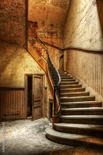 Foto auf Acrylglas Bestsellers Decaying staircase in an abandoned central office