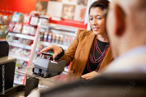 Fotografía  Mobile Phone Payment Using NFC