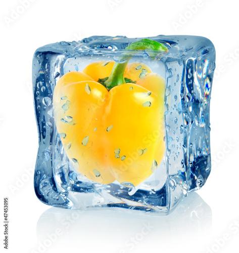 Staande foto In het ijs Ice cube and pepper