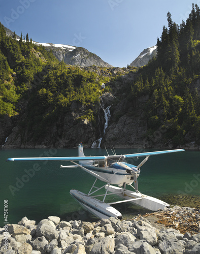 Spoed Foto op Canvas Canada Floatplane on Lake Loverley in the Rock Mountains. BC. Canada