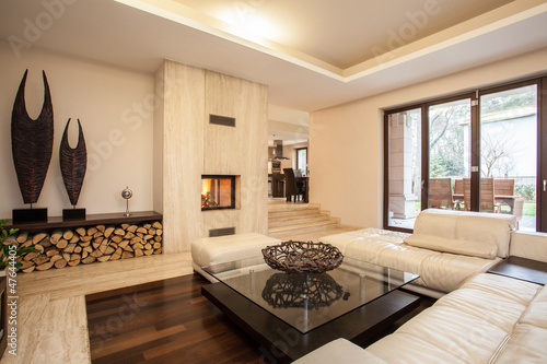 Fotografia  Travertine house: beige living room