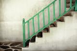 Brudne schody z poręczami - 47648639