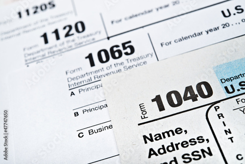 Fotografía  U.S. Income Tax Return forms 1040,1065,1120