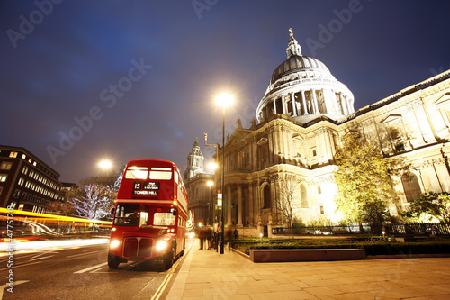 Poster Londres bus rouge St Paul's Cathedral at dusk
