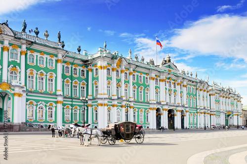 Foto  Sehen Sie Winterpalast in Sankt Petersburg von der Newa an.