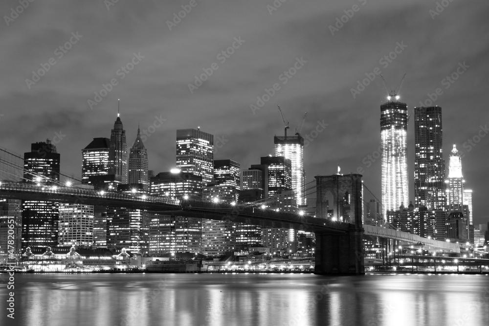 Fototapeta Brooklyn Bridge and Manhattan Skyline At Night, New York City