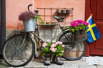 Fototapeta na wymiar Flower decorated bike in Stockholm