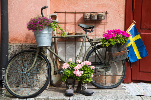 Fotobehang Stockholm Flower decorated bike in Stockholm