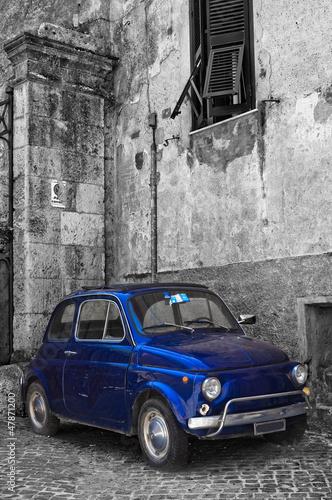 kultowy-stary-niebieski-wloski-samochod