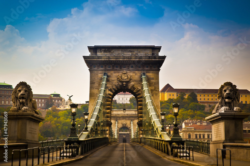 Photo Stands Eastern Europe Chain Bridge over the River Danube in Budapest, Hungary