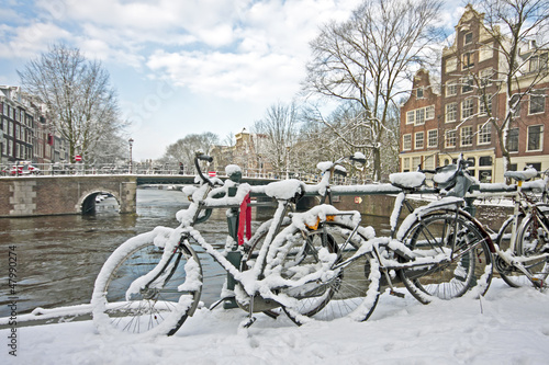 Photo  Snowy Amsterdam in the Netherlands