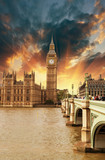 Fototapeta Londyn - Houses of Parliament, Westminster Palace - London beautiful suns