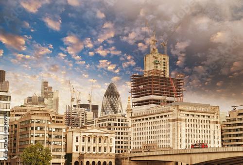 nowoczesne-budynki-i-architektura-londynu-w-aut