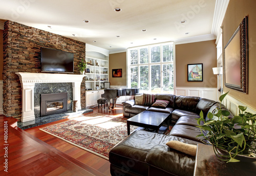 Luxury Living Room With Stobe Fireplace And Leather Sofas