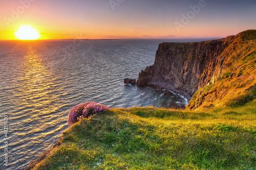 Obraz Cliffs of Moher o zachodzie słońca w Co. Clare, Irlandia - fototapety do salonu
