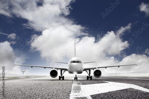 Tuinposter Vliegtuig takeoff plane in airport