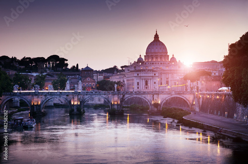 Spoed Foto op Canvas Lavendel view on Tiber and St Peter Basilica in Vatican