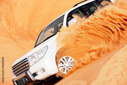 walka-na-wydmach-4-na-4-to-popularny-sport-na-arabskiej-pustyni