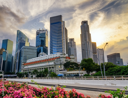 Photo  Skyscrapers in financial district of Singapore