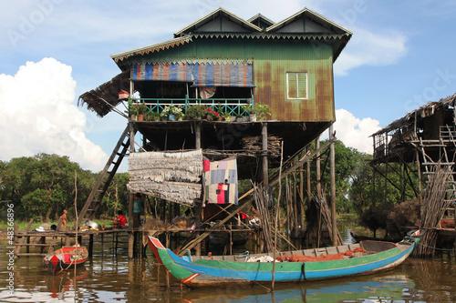 Canvas Print Barque de peche et maison sur pilotis