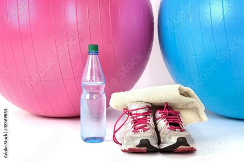 Foto-Schmutzfangmatte - Exercise balls with sneakers and a water bottle (von Edler von Rabenstein)