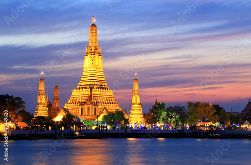 In de dag Bangkok wat arun at twilight