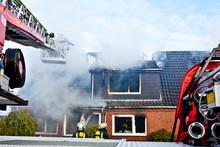 Firefighters Turntable Ledder ...