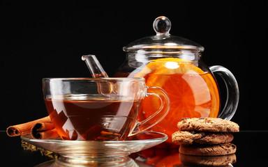 Fototapeta Do herbaciarni Glass teapot and cup with black fruit tea and cookies isolated