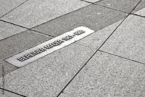 Fotografia  Berliner Mauer - Markierung in Berlin