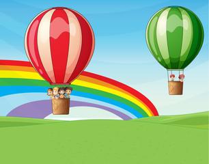 Zračni baloni u kojima se nalaze djeca