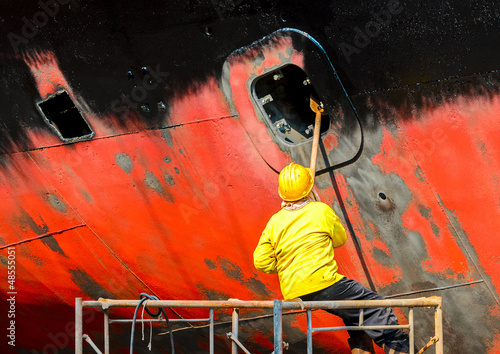 Fotomural shipyard worker to clean ship