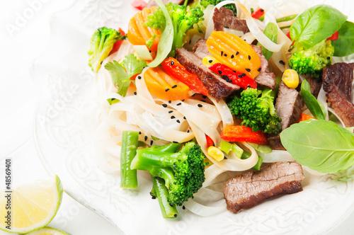 Fototapeta Stir-fry with beef, vegetables and noodle obraz