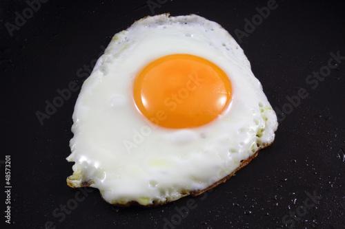 Deurstickers Gebakken Eieren Spiegelei in Bratpfanne
