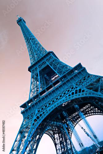 Naklejka dekoracyjna Widok z dołu na wieże Eiffla, Paryż