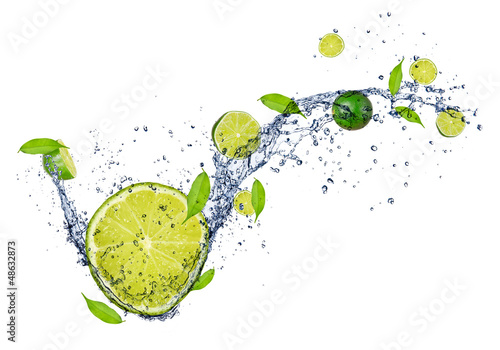 Foto op Canvas Opspattend water Fresh limes in water splash, isolated on white background