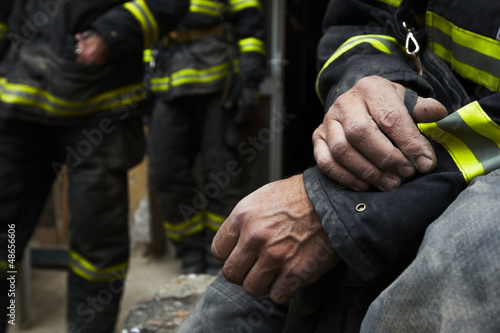 Photo Sadness and hope. Firefighter resting during the rescue work.