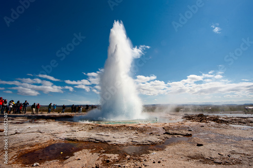 Fotografia, Obraz Geyser in Iceland while blowing water