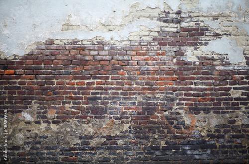 ceglany-mur
