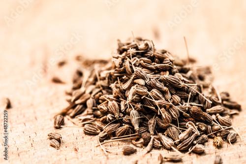 Photo Small seeds on wood