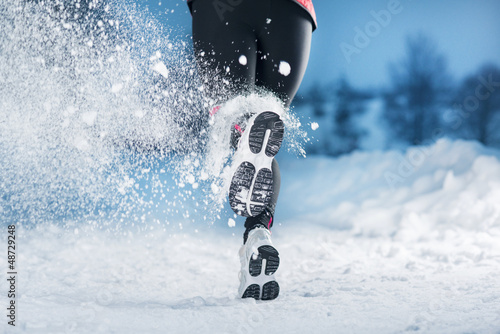 La pose en embrasure Glisse hiver Winter running woman