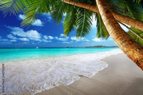 Foto Rollo Basic - beach at Prtaslin island, Seychelles (von Iakov Kalinin)