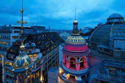 Photo Nachtfoto von Pariser Dächern