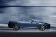Leinwanddruck Bild - Offener Sportwagen vor futuristischer Kulisse