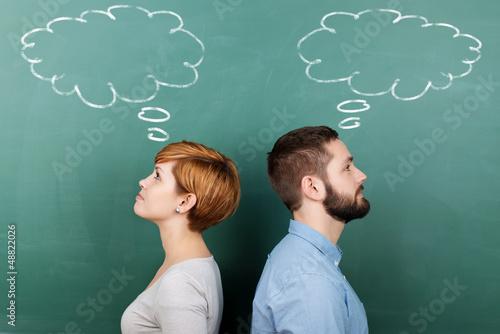 Canvastavla junges paar mit gedankenblasen
