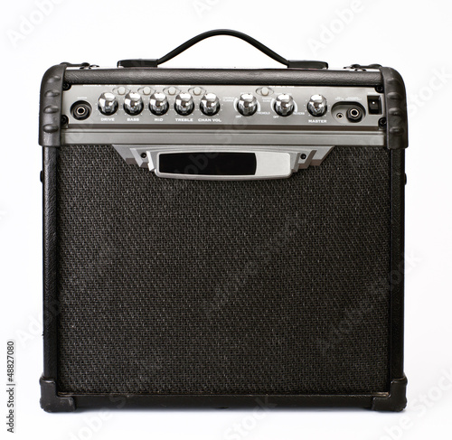 Foto guitar amplifier isolated on white background