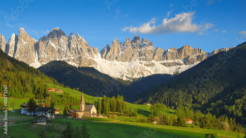 Photo  Santa Maddalena in the warm afternoon sunlight
