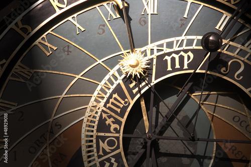 stary-zegar-astronomiczny-w-pradze-czechy