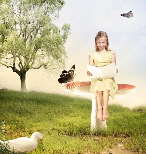 dziewczyna-czyta-ksiazke-na-grzybie