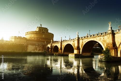 twierdza-swietego-aniola-i-rzeki-tyber-w-rzymie-ita