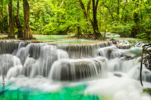 Papiers peints Cascade Erawan Waterfall in Kanchanaburi Province
